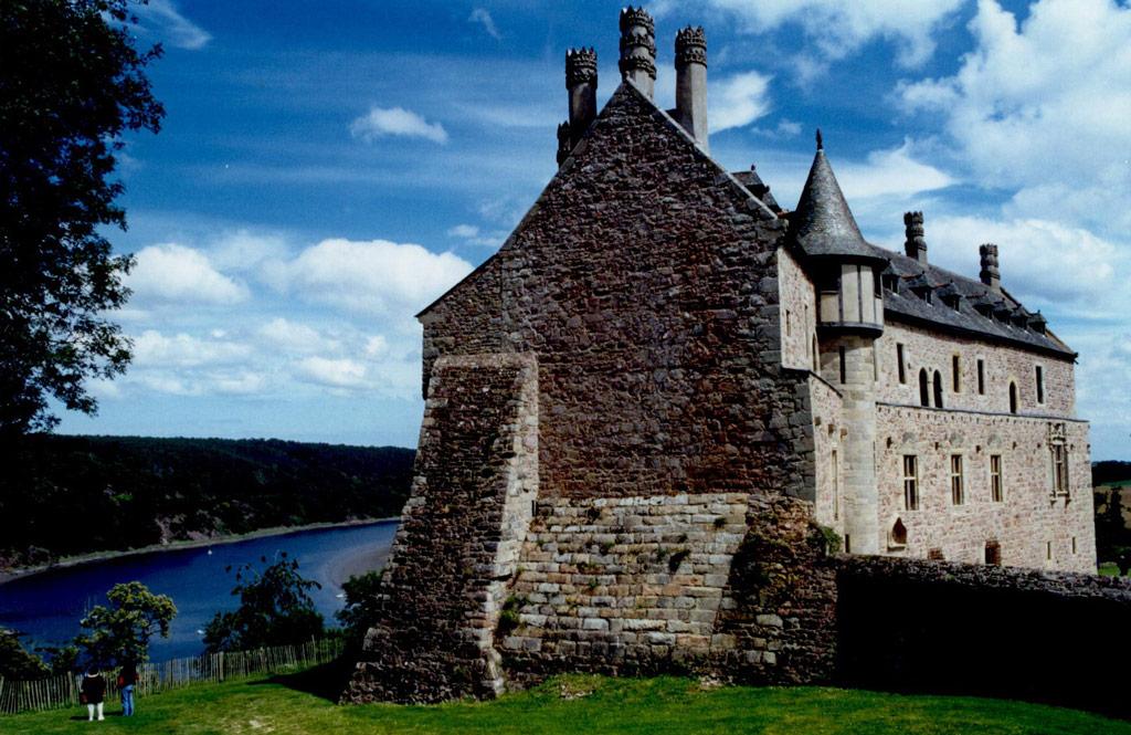 Château de la Roche-Jagu au bord de la rivière du Trieux