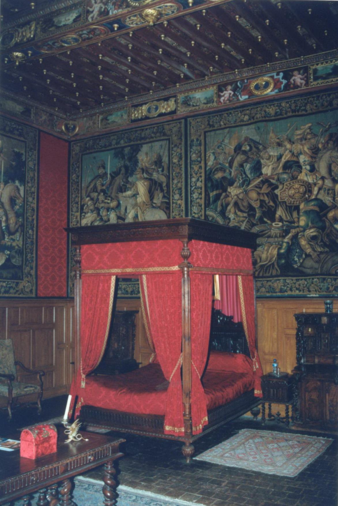 Chambre dite de Judith d'Acigné au château de Brissac-Quincé (XVIè siècle).