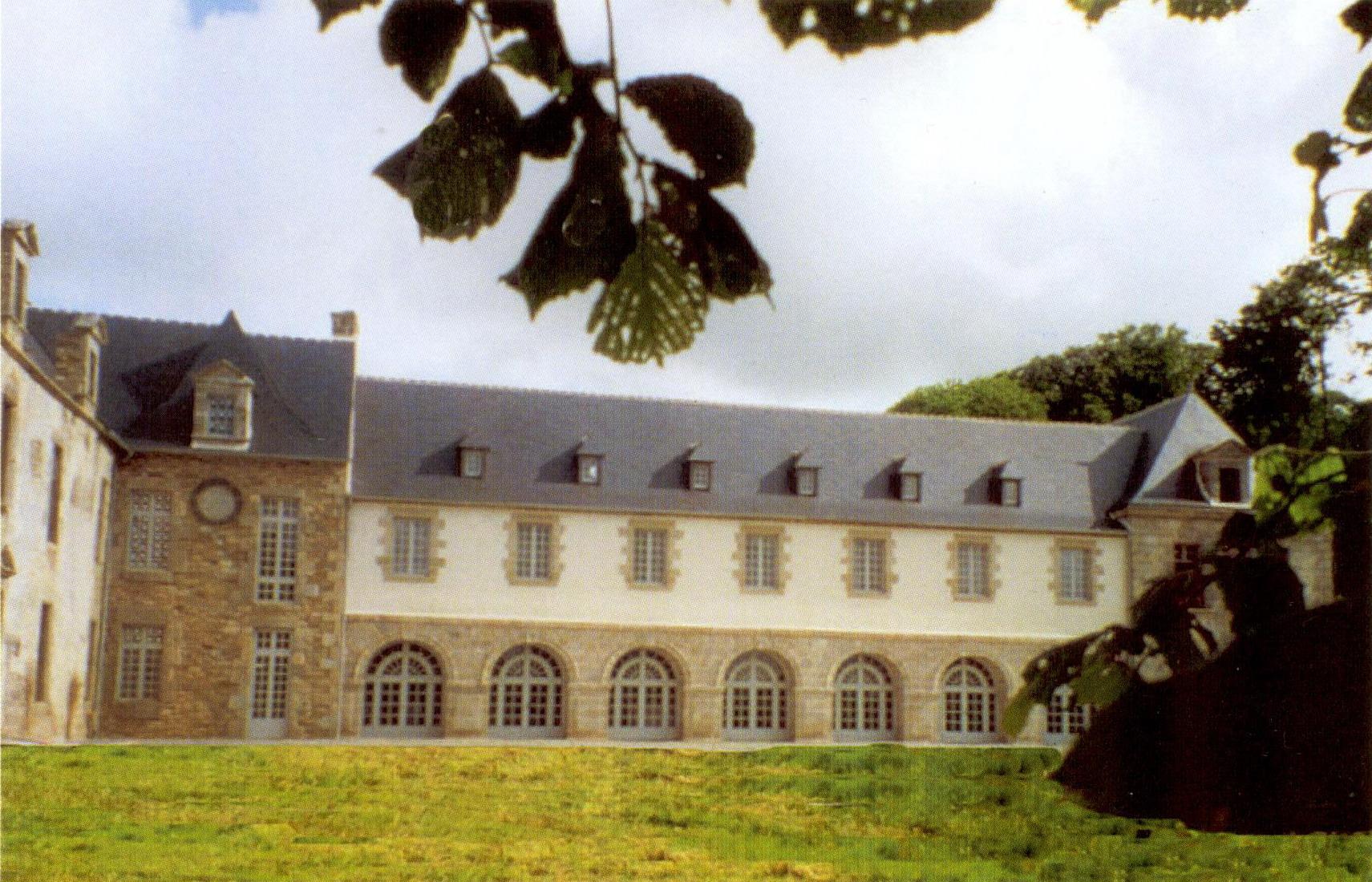 Une vue du château de Kernabat