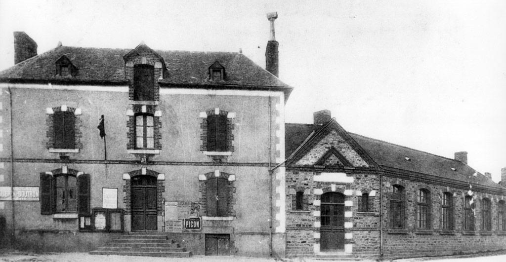 La mairie et l'école publique d'Acigné à la fin du XIXe s.